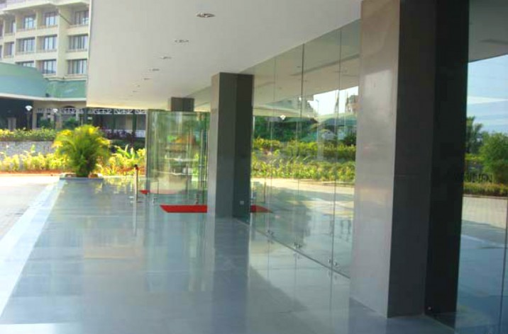 Microsoft Word - LE MERIDIEN - COCHIN- glass photo.doc
