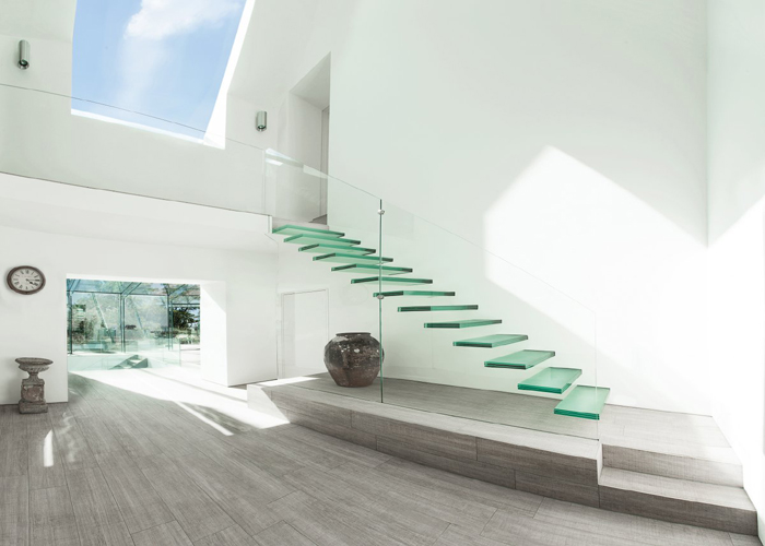 glass stair case 700x500